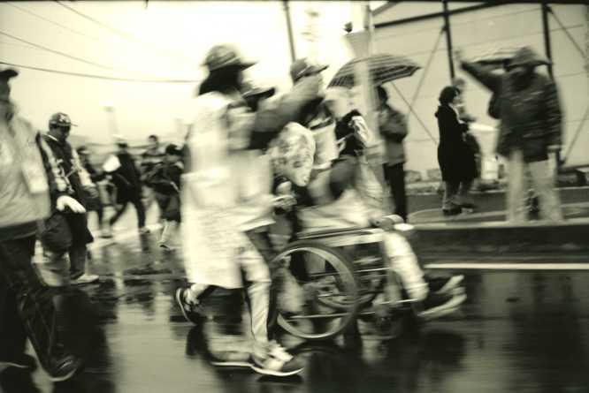 車椅子の聖火ランナー